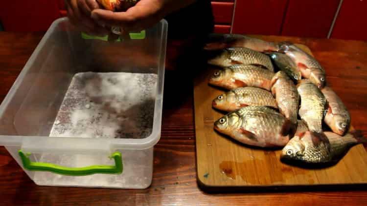 Какими методами можно солить рыбу для сушки в домашних условиях?