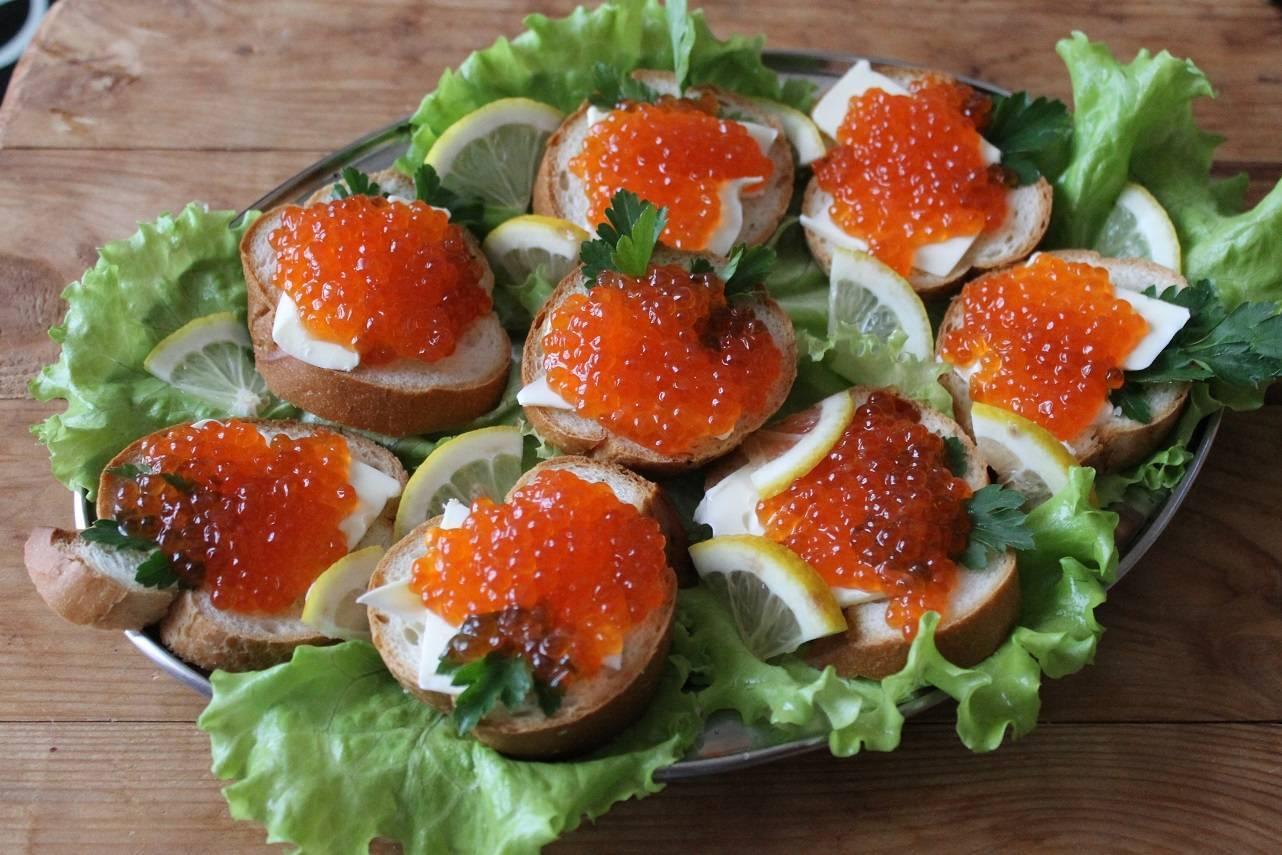 Горячие бутерброды с рыбой в духовке