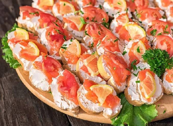 Простые и вкусные бутерброды с красной рыбой на праздничный стол: рецепты с фото