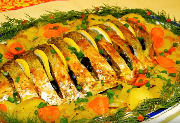 Форель с картошкой в духовке запеченная