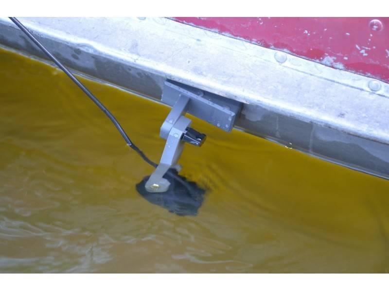 Как установить датчик эхолота на транец лодки: модели крепления, кронштейн