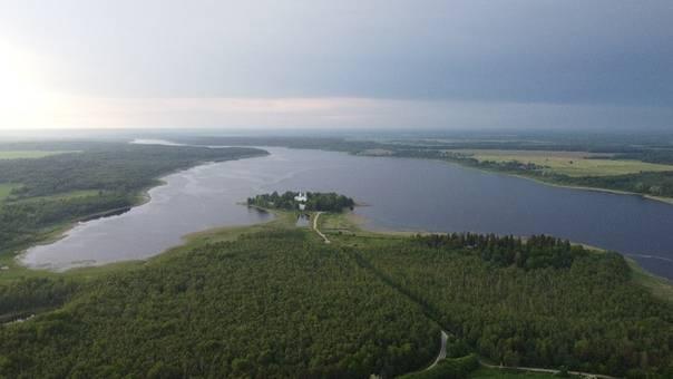 Череменецкое озеро — рыбалка, базы отдыха рядом, фото, монастырь, кемпинг, как доехать на туристер.ру