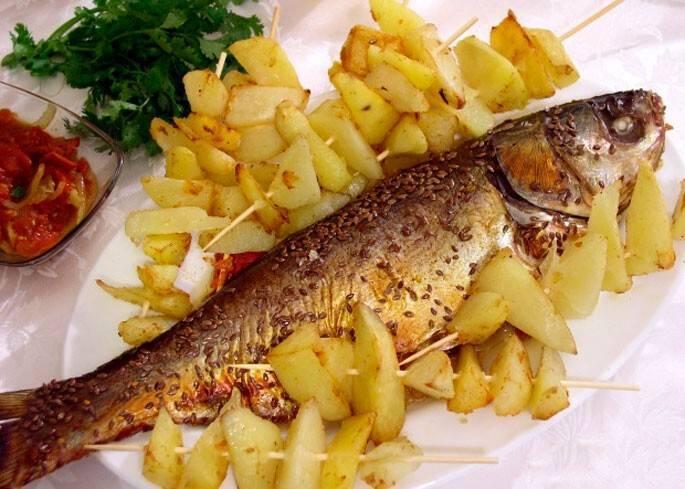 Толстолобик в духовке - 8 вкусных рецептов запеченной рыбы