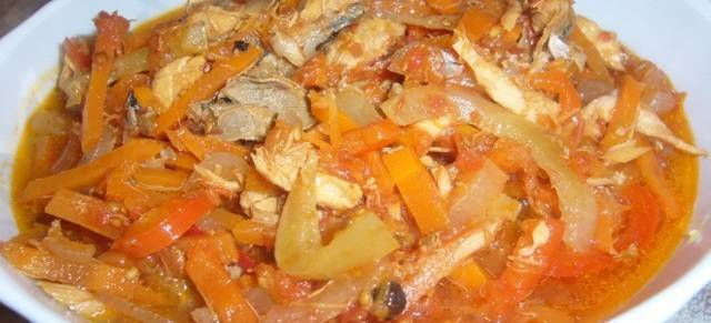 Скумбрия с овощами на зиму - рецепт домашней консервы с фото