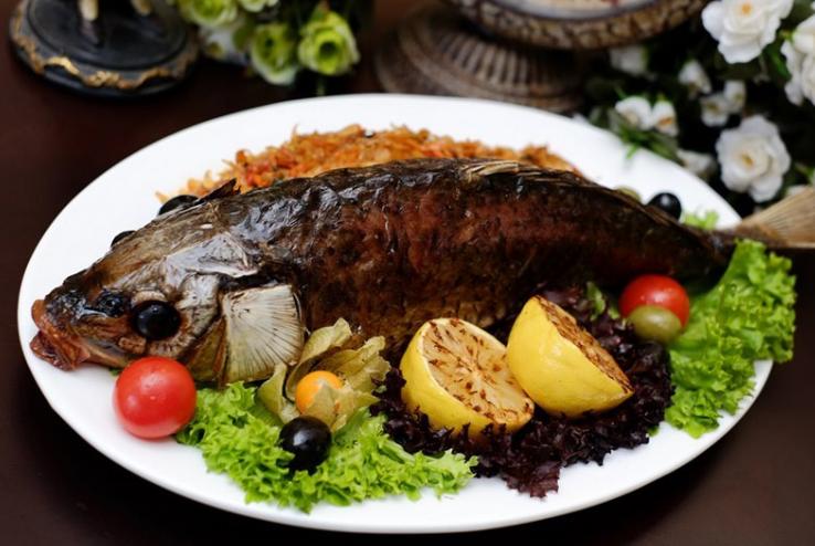 Запеченный фаршированный карп – кулинарный рецепт