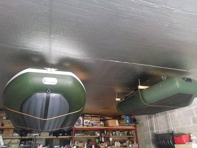 Как хранить лодку из пвх зимой: условия хранения на морозе, под потолком в гараже