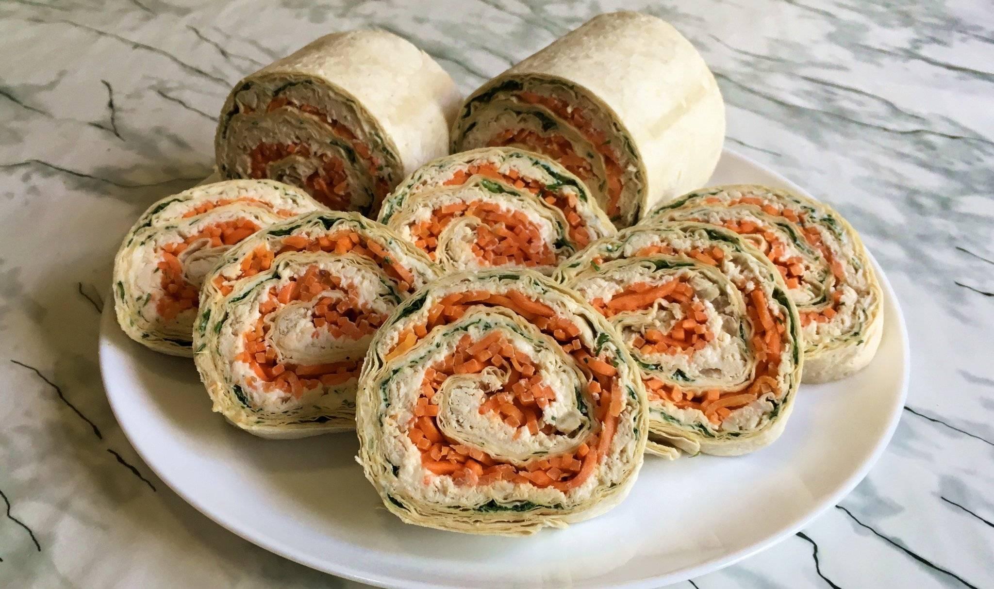 Рулет из лаваша с семгой плавленным сыром огурцом и зеленью рецепт с фото пошагово - 1000.menu