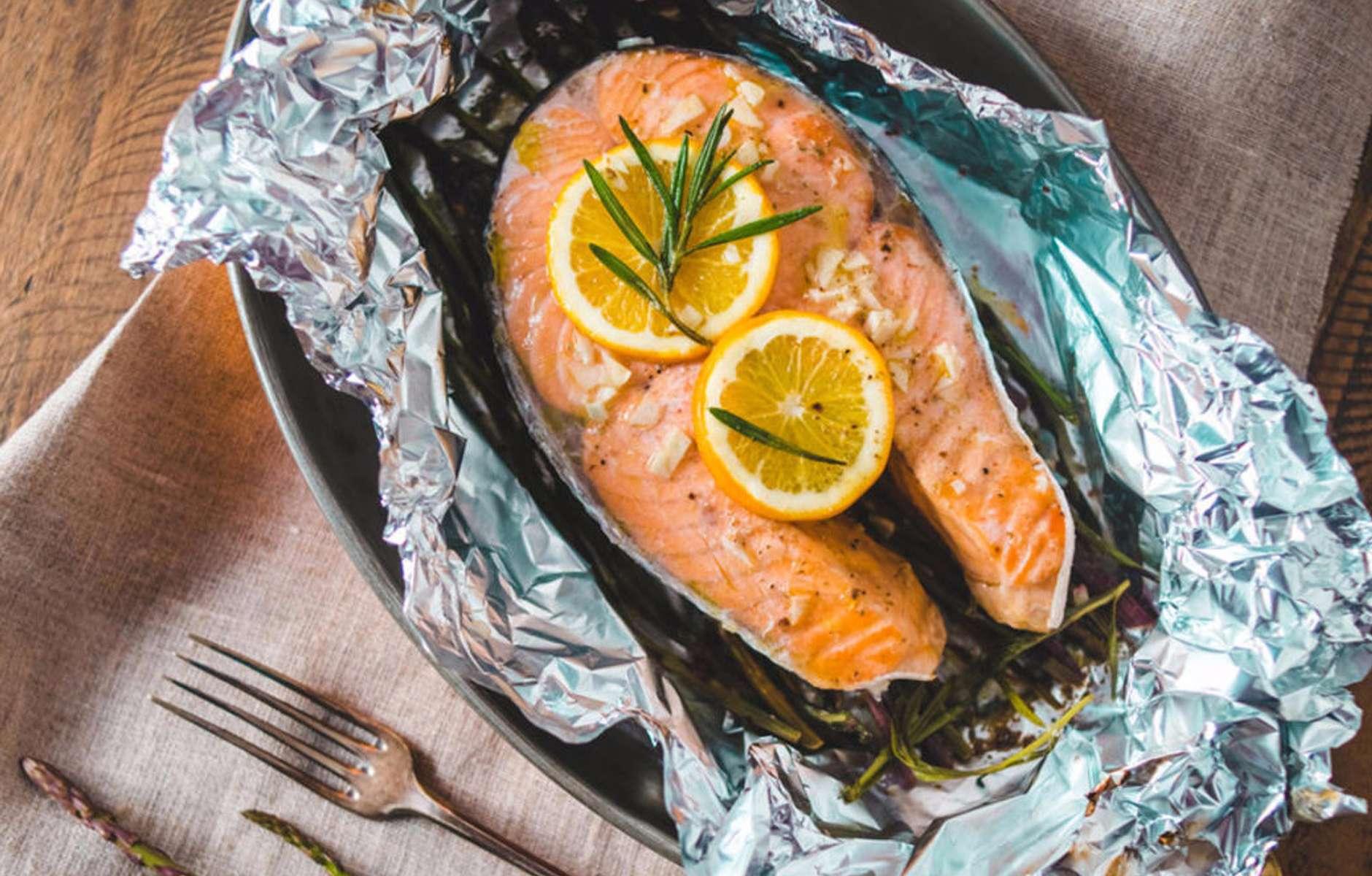 Форель, запеченная в фольге в духовке — 10 вкусных рецептов