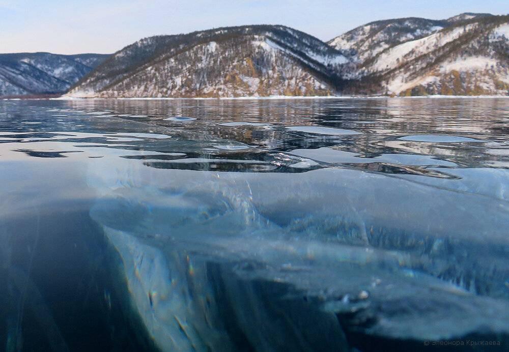 Прозрачный лед и синее небо: пять причин отправиться зимой на байкал