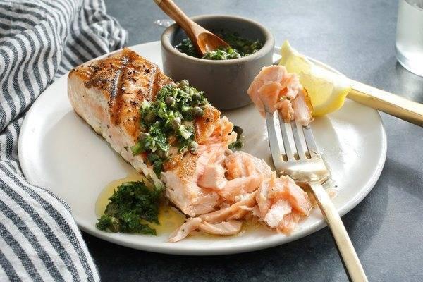 Ароматный и вкусный стейк ? лосося на гриле
