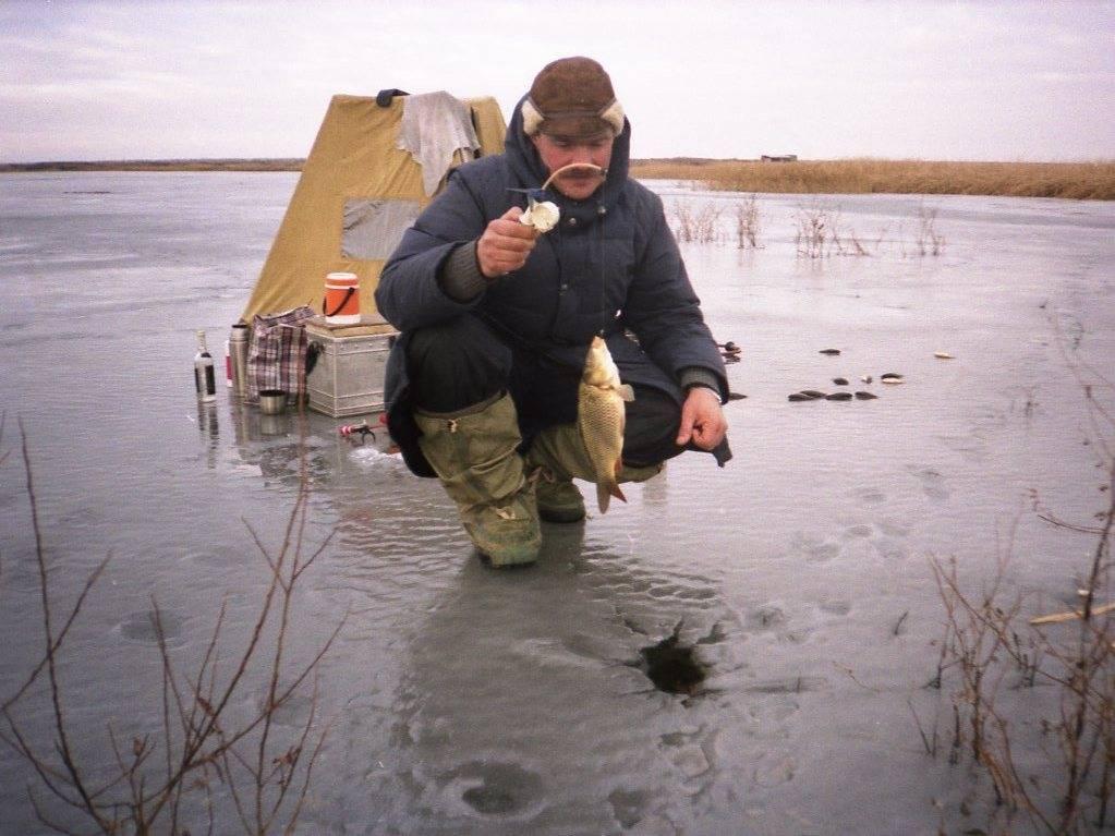 Ловля плотвы по первому льду в начале зимы. перволедье