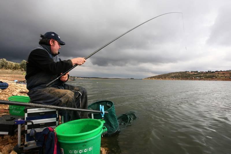 Рыбалка на щуку осенью: тонкости ловли в холодной воде