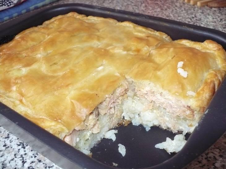Заливной рыбный пирог с консервами на кефире в духовке — простые и быстрые рецепты