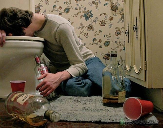 Что делать при алкогольном отравлении в домашних условиях