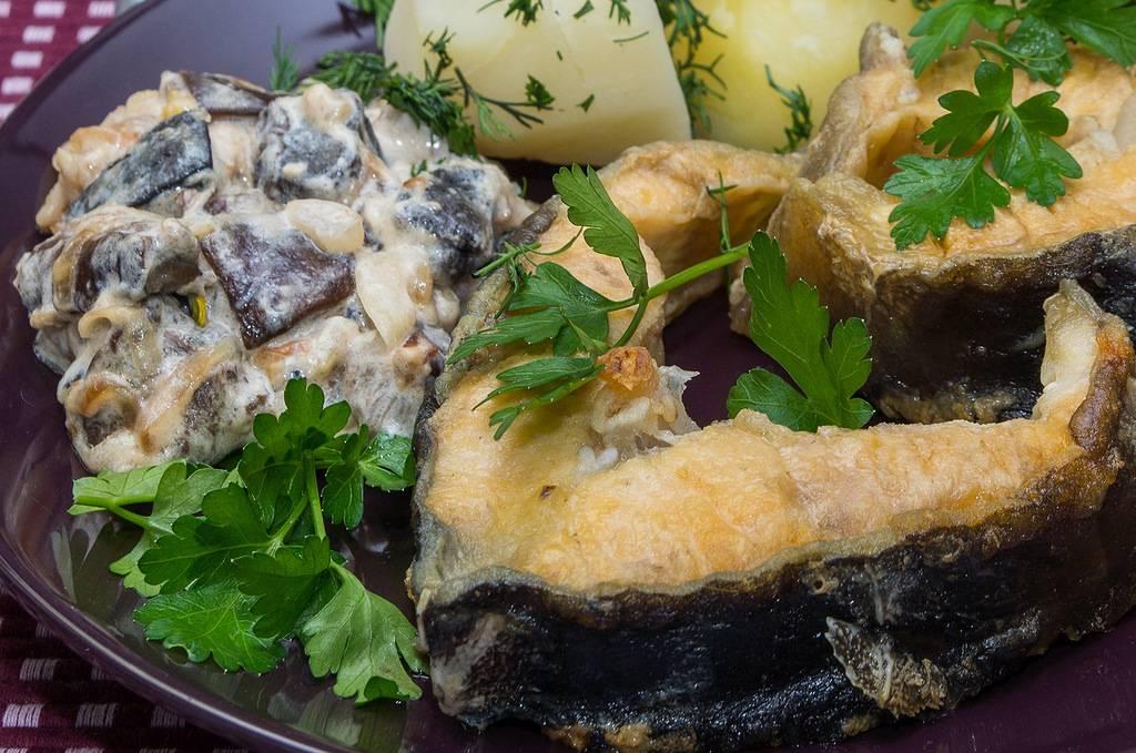 Приготовление осетра целиком в духовке: рецепты пикантной запеченной рыбки | в духовке