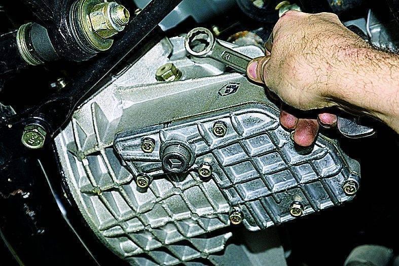 Редуктор лодочного мотора – устройство, принцип работы и обслуживание - замена масла в редукторе лодочного мотора самостоятельно