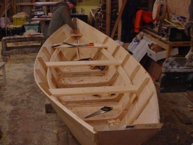 Как изготовить деревянную лодку под мотор своими руками?