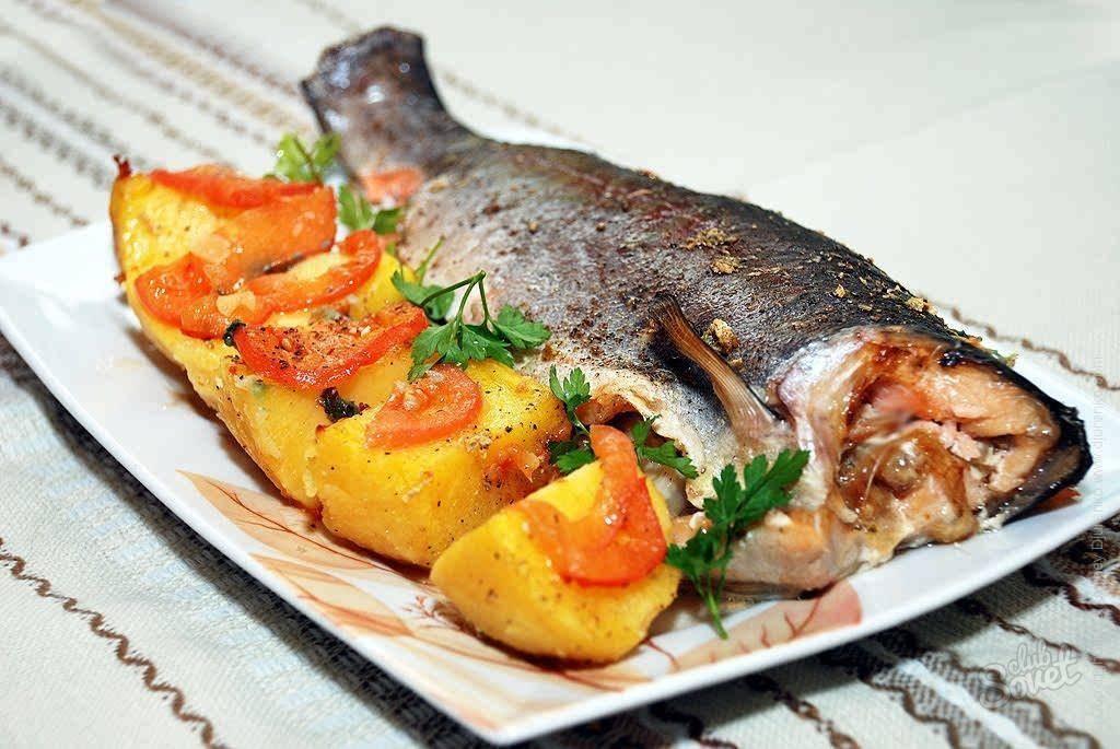 Форель, запеченная в духовке: рецепт приготовления рыбы с пикантным соусом