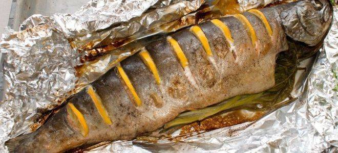 Запечь рыбу в фольге в духовке: простой рецепт с картошкой - пошаговые рецепты с фото
