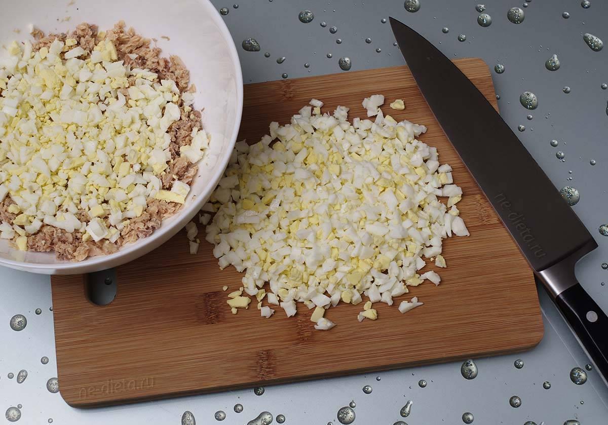 Салат из рыбных консервов с рисом - кладезь полезных веществ и потрясающий вкус: рецепт с фото и видео