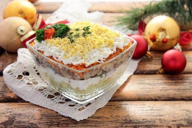 10 простых и аппетитных салатов с рыбными консервами | sm.news