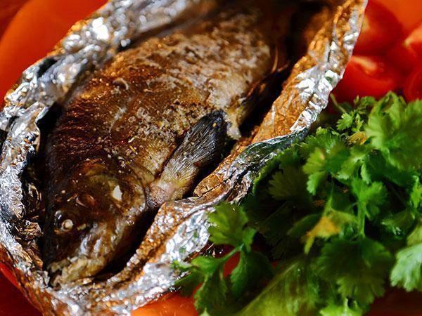 Линь, запеченный в духовке с картофелем – кулинарный рецепт