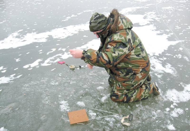 Ловля окуня по первому льду (видео)   5 минут на лунку