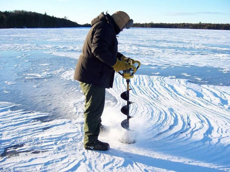Выбираем место для зимней ловли, где сверлить лунки