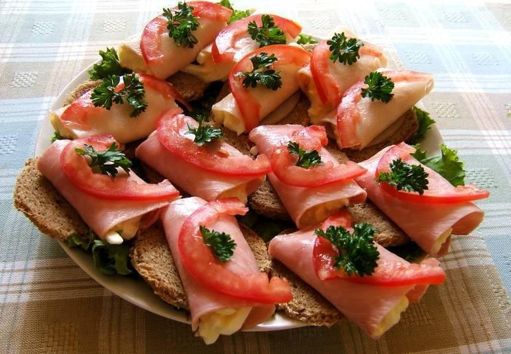 Как приготовить бутерброды с красной рыбой по пошаговому рецепту с фото