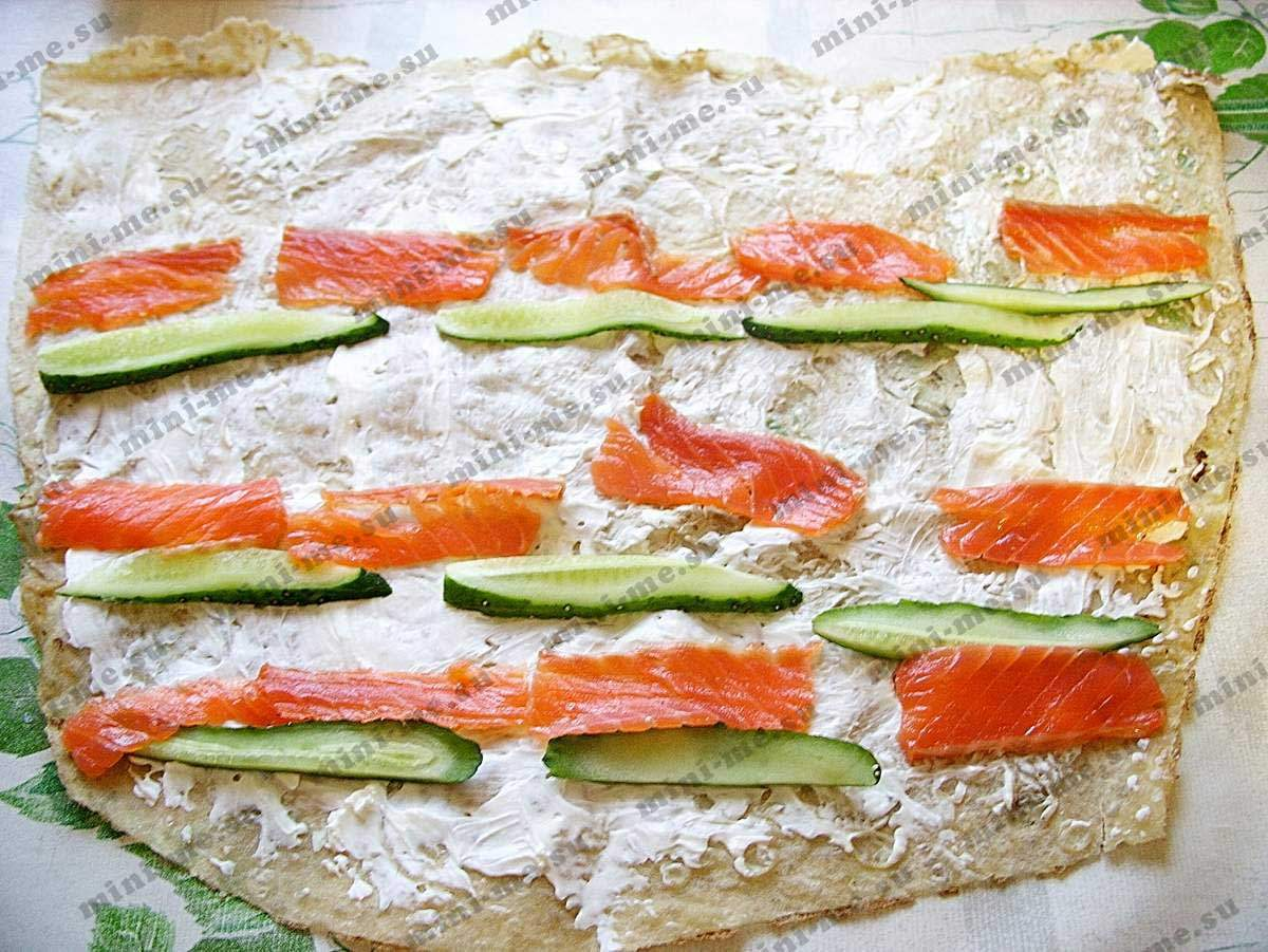 Рулет лаваш с красной рыбой с сыром
