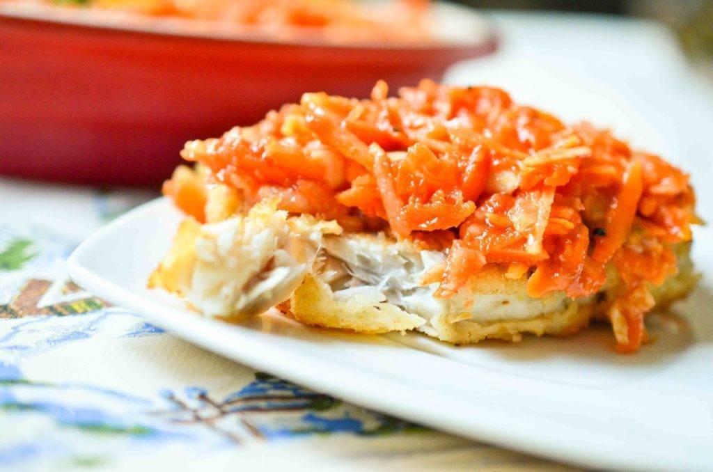 Минтай тушеный с морковью и луком