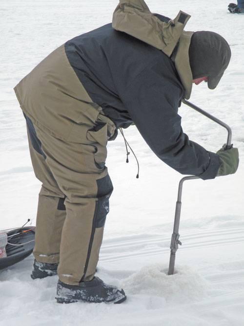 Выбираем место для зимней ловли. где сверлить лунки?