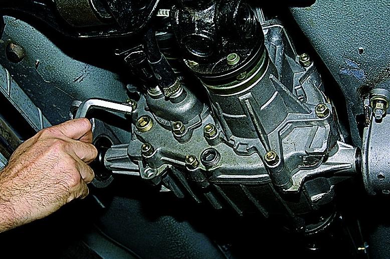 Как заменить масло в двигателе - последовательность выполнения работ