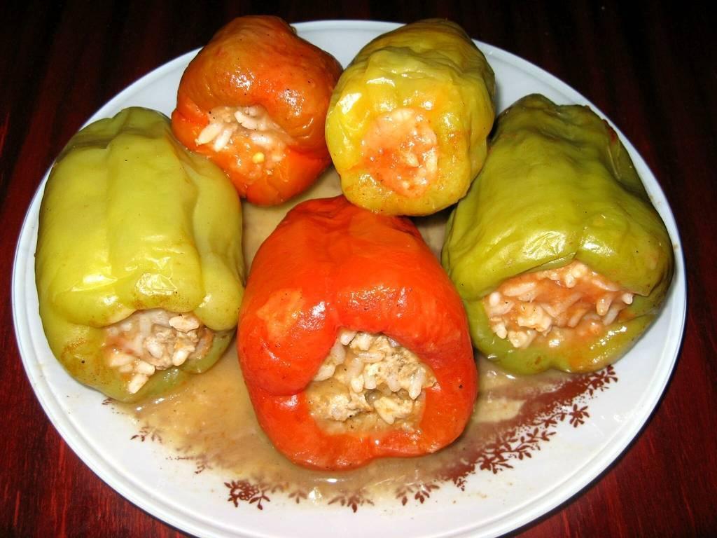 Болгарский перец, фаршированный рисом и овощами – кулинарный рецепт