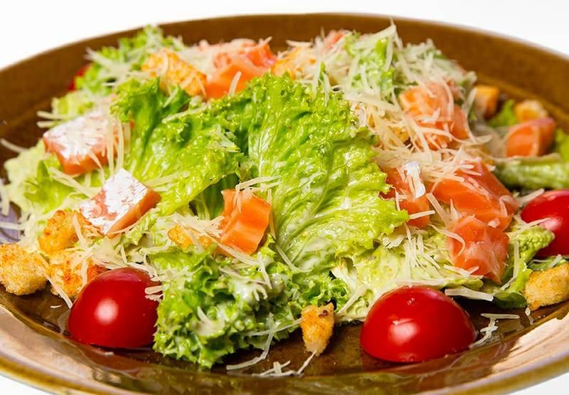 «цезарь» с семгой - лучшие рецепты самой вкусной закуски
