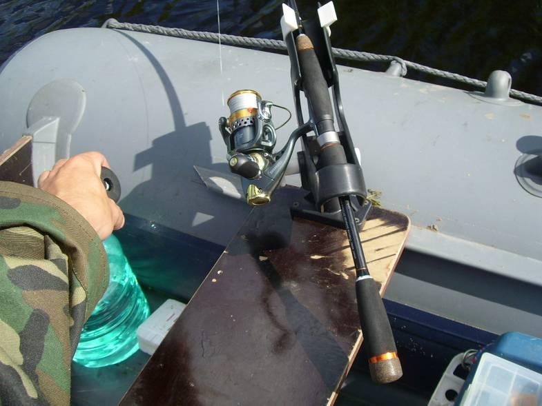 Держатель для лодки из пвх: как сделать крепление для спиннинга и обычной удочки своими руками? виды подставок для удилища