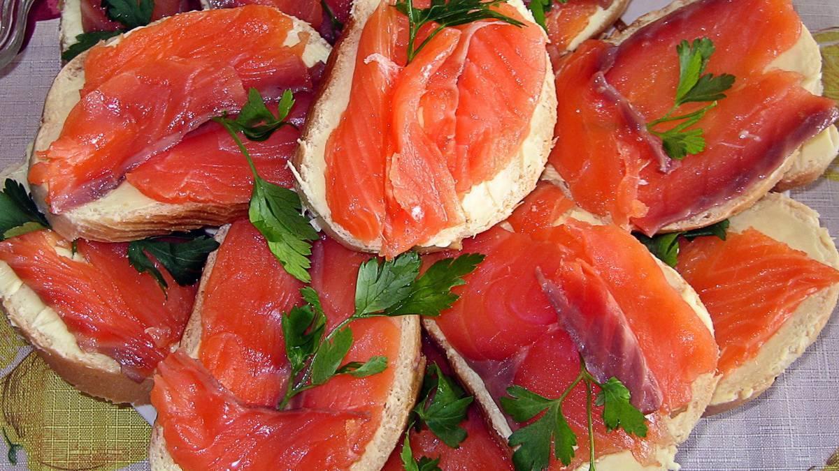 Бутерброды с красной рыбой на праздничный стол: простые и вкусные рецепты