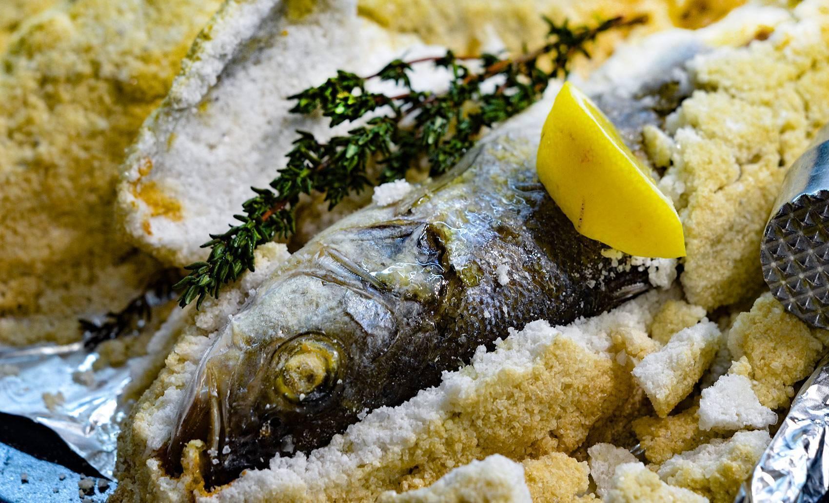 Рыба в соли в духовке рецепт с фото пошагово и видео - 1000.menu