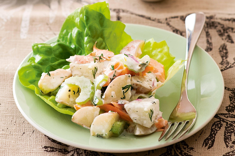 Слоеный салат с лососем и сливочным сыром – кулинарный рецепт