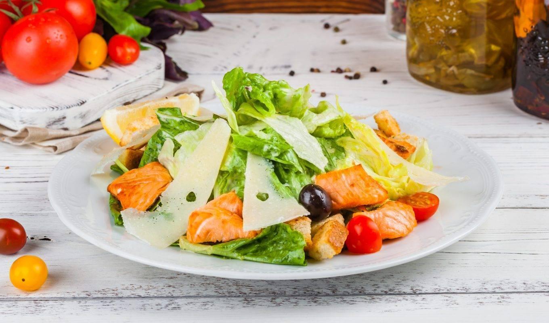 "Салат ""цезарь"" с семгой / рыбные салаты / tvcook: пошаговые рецепты с фото"