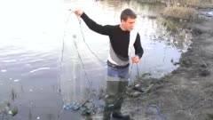 Видео «ловля кастинговой сетью с большим кольцом»