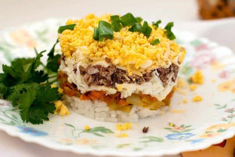 Салат «мимоза» с сайрой — 5 классических рецептов с пошаговым приготовлением и фото