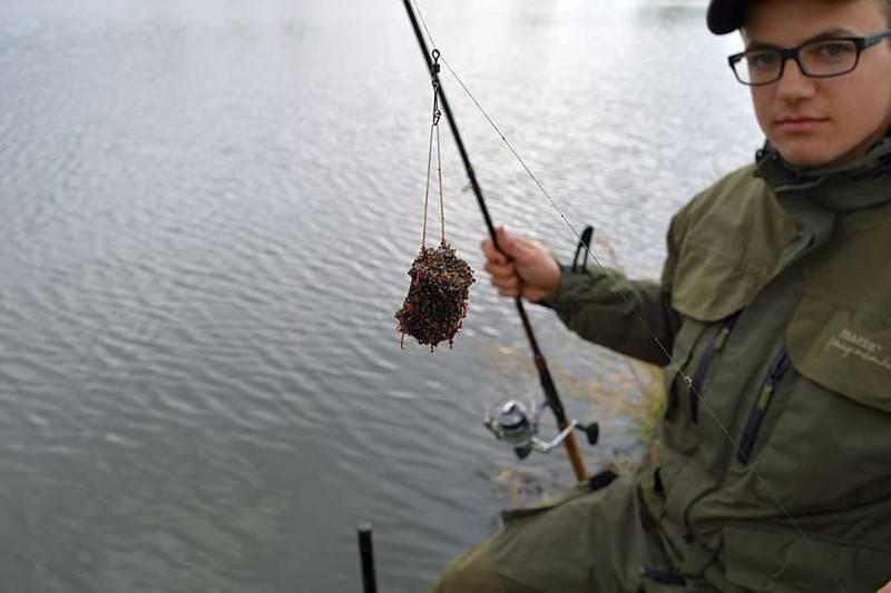 Рыбалка на днепре - ловля на фидер в городе с известным рыбаком