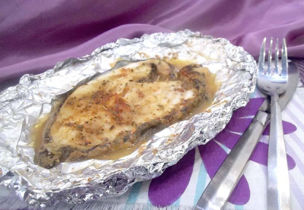 Зубатка, запеченная с луком и сухарями в духовке – кулинарный рецепт
