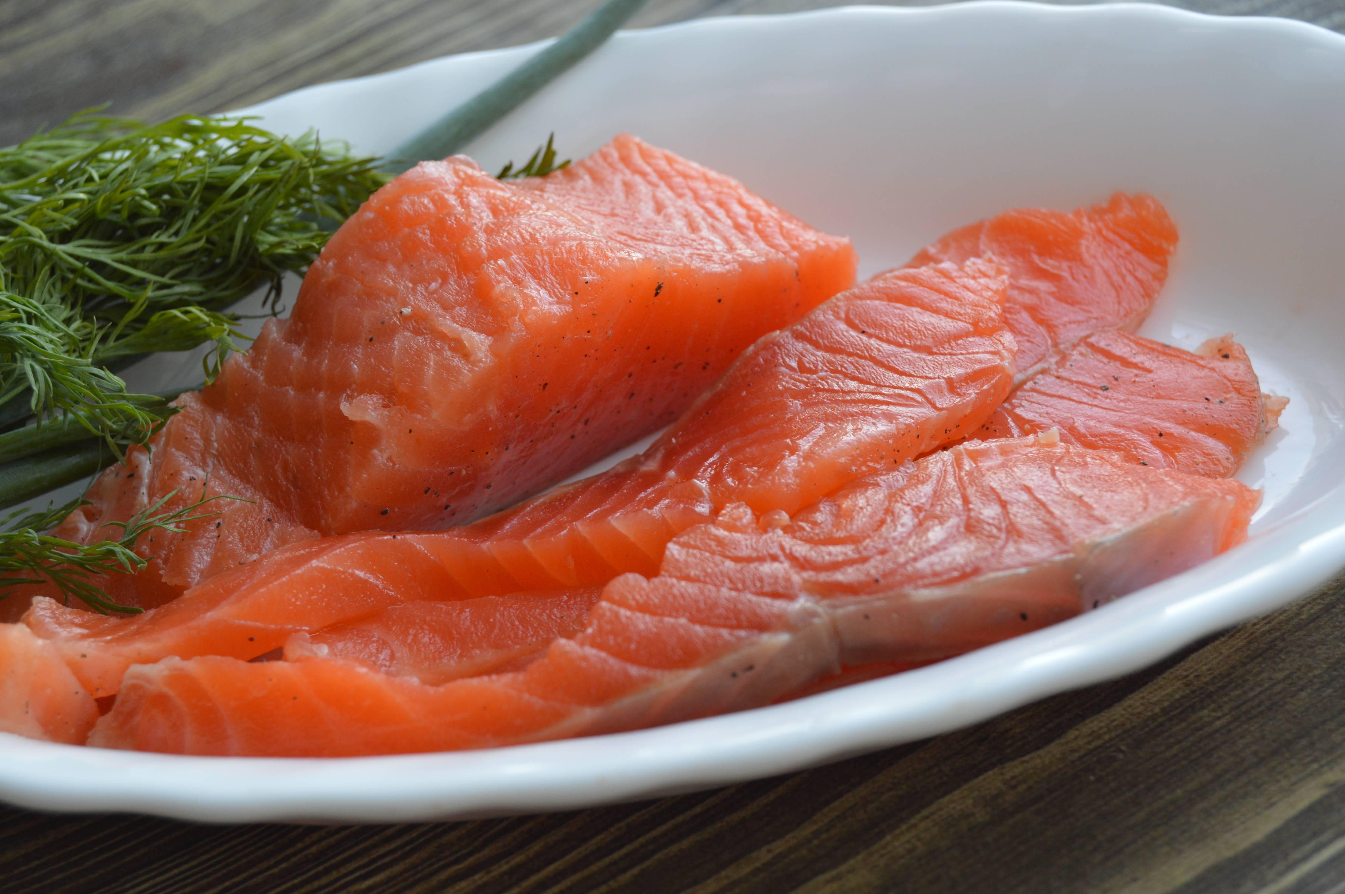 Красная рыба, запеченная в духовке — лучшие рецепты блюд