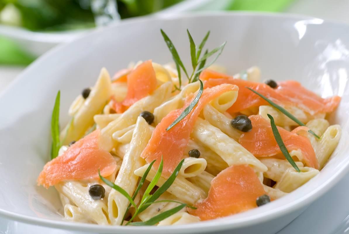 Спагетти с лососем в сливочно-шпинатном соусе – кулинарный рецепт