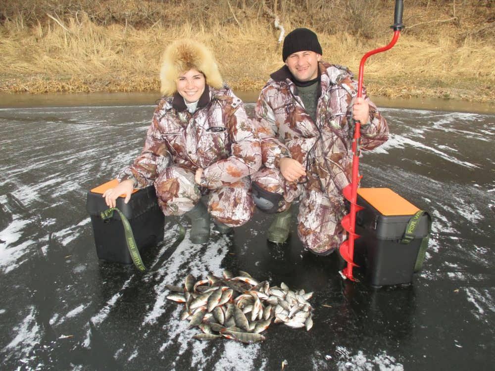 Ловля плотвы по первому льду – поиск, снасти, наживка, прикормка