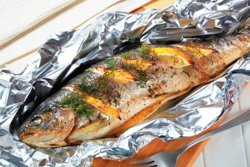 Как запечь рыбу в фольге в духовке