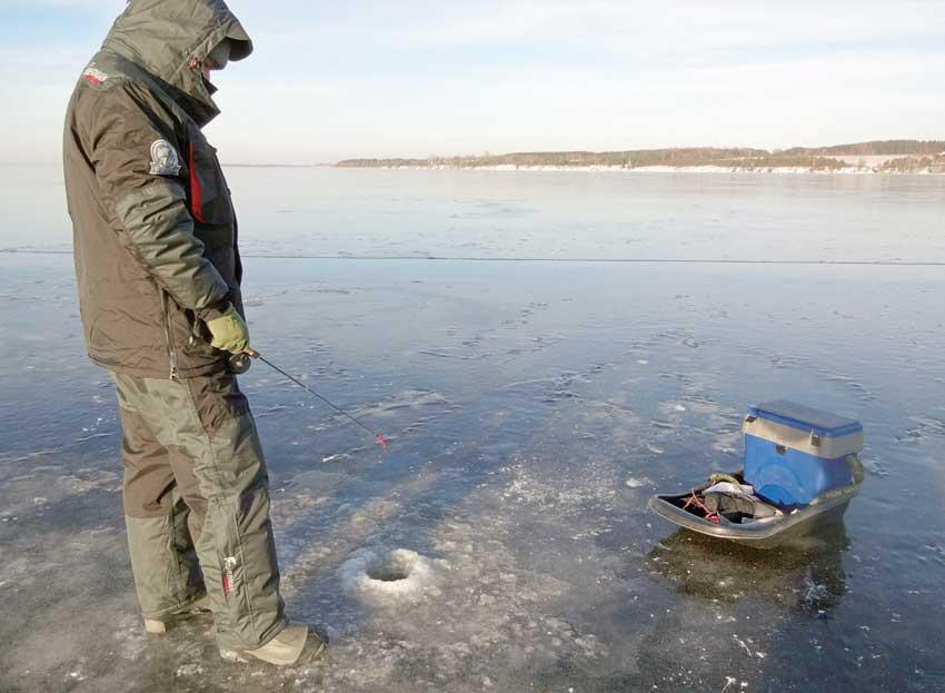Ловля судака по первому льду (видео) | лёд 10 см