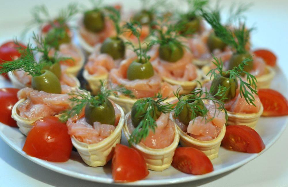 Бутерброды с красной рыбой: 11 вкусных и простых рецептов на праздничный стол